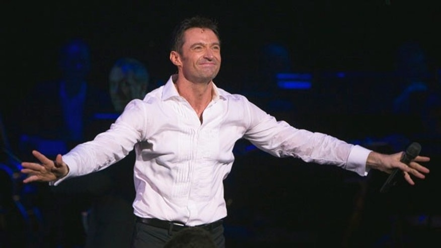 "Actor Hugh Jackman acknowledges applause during a curtain call for his Broadway play ""Hugh Jackman, Back on Broadway,"" in New York November 10, 2011. REUTERS/Lucas Jackson (UNITED STATES)"