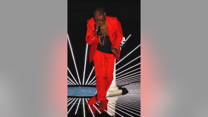 Kanye West performs at the 2010 MTV Video Music Awards in Los Angeles, California, September 12, 2010.           REUTERS/Mike Blake   (UNITED STATES- Tags: ENTERTAINMENT) (MTV/SHOW)