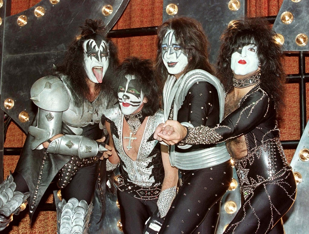 kiss lead guitarist ace frehley 39 s ny home in foreclosure goes up in flames fox news. Black Bedroom Furniture Sets. Home Design Ideas