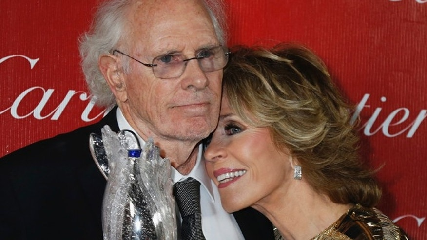 "Presenter Jane Fonda leans her head on shoulder of actor Bruce Dern, star of the film ""Nebraska"" who received a Career Achievement Award at the 2014 Palm Springs International Film Festival Awards Gala in Palm Springs, California January 4, 2014.  REUTERS/Fred Prouser (UNITED STATES - Tags: ENTERTAINMENT) - RTX172PP"