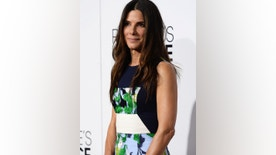 Actress Sandra Bullock arrives at the 2014 People's Choice Awards in Los Angeles, California January 8, 2014. REUTERS/Kevork Djansezian (UNITED STATES-TAGS: ENTERTAINMENT) (PEOPLESCHOICE-ARRIVALS) - RTX176X9