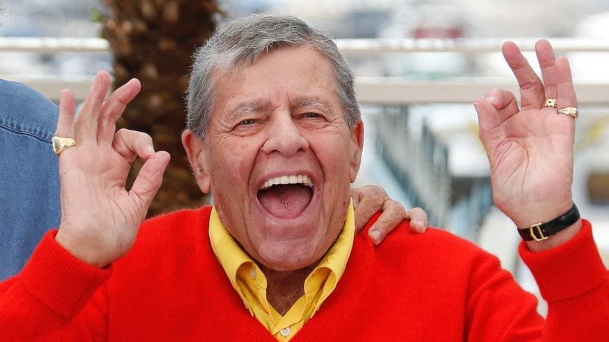 "Cast member Jerry Lewis poses during a photocall for the film ""Max Rose"" at the 66th Cannes Film Festival in Cannes May 23, 2013.                  REUTERS/Regis Duvignau (FRANCE  - Tags: ENTERTAINMENT)   - RTXZXRS"
