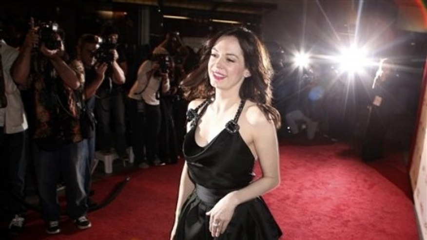 "Actress Rose McGowan arrives at the premiere of ""Valentino: The Last Emperor"" in Los Angeles on Wednesday, April 1, 2009.  (AP Photo/Matt Sayles)"