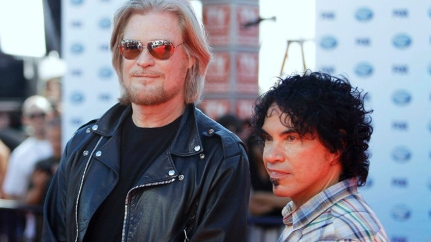 "Musicians Daryl Hall and John Oates, right, arrive for the 9th season finale of ""American Idol"" in Los Angeles May 26, 2010."