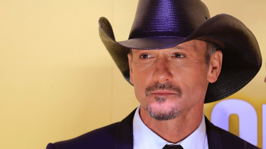 Singer Tim McGraw arrives at the 46th Country Music Association Awards in Nashville, Tennessee, November 1, 2012.