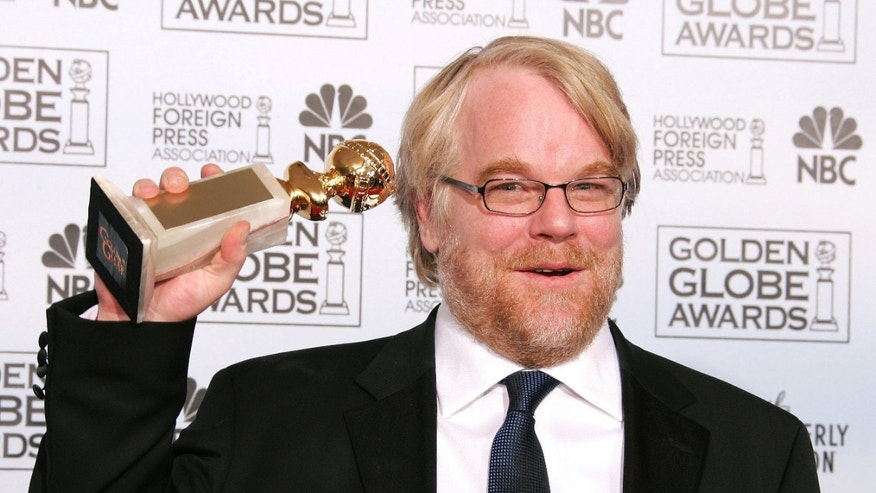 "Actor Philip Seymour Hoffman poses with his award for Best Performance by an Actor in a Motion Picture-Drama for ""Capote"" at the 63rd Annual Golden Globe Awards in Beverly Hills, California  January 16, 2006. - RTXO53O"
