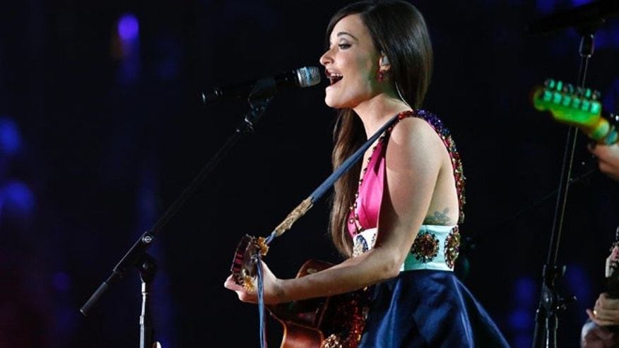 "Kacey Musgraves performs ""Follow Your Arrow"" at the 56th annual Grammy Awards in Los Angeles, California January 26, 2014.    REUTERS/Mario Anzuoni (UNITED STATES  - Tags: ENTERTAINMENT) (GRAMMYS-SHOW)  - RTX17WDM"