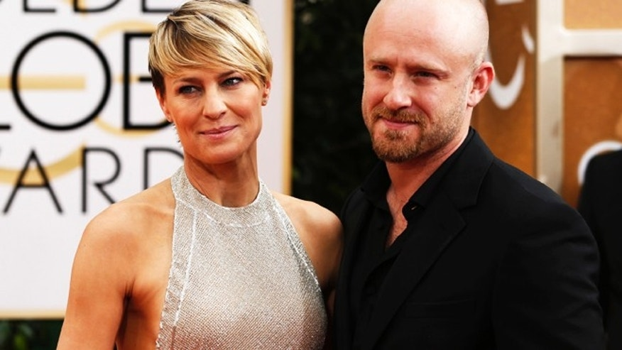Actors Robin Wright and Ben Foster arrive at the 71st annual Golden Globe Awards in Beverly Hills, California January 12, 2014.   REUTERS/Mario Anzuoni (UNITED STATES  - Tags: ENTERTAINMENT)  (GOLDENGLOBES-ARRIVALS) - RTX17B7U