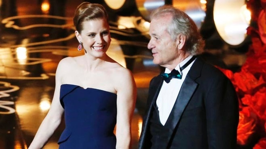 Bill Murray and Amy Adams present at the 86th Academy Awards in Hollywood, California March 2, 2014.  REUTERS/Lucy Nicholson (UNITED STATES TAGS: ENTERTAINMENT) (OSCARS-SHOW) - RTR3FY7C