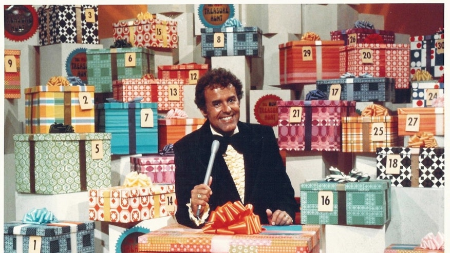 "This circa 1976 photo from Chuck Barris Productions shows Geoff Edwards on the television show, ""The New Treasure Hunt."" The agent for Edwards says the veteran TV game show host has died."