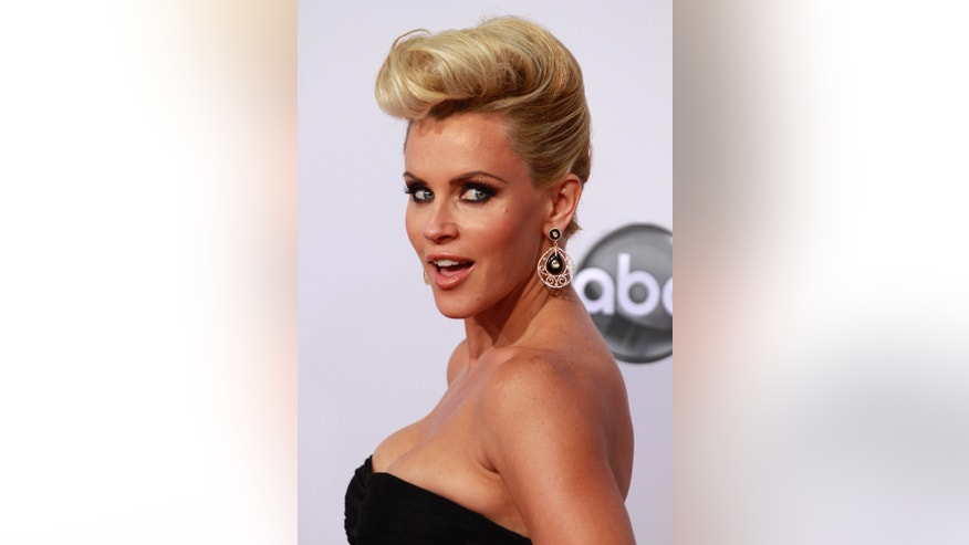 November 18, 2012. Jenny McCarthy arrives at the 40th American Music Awards in Los Angeles, California.