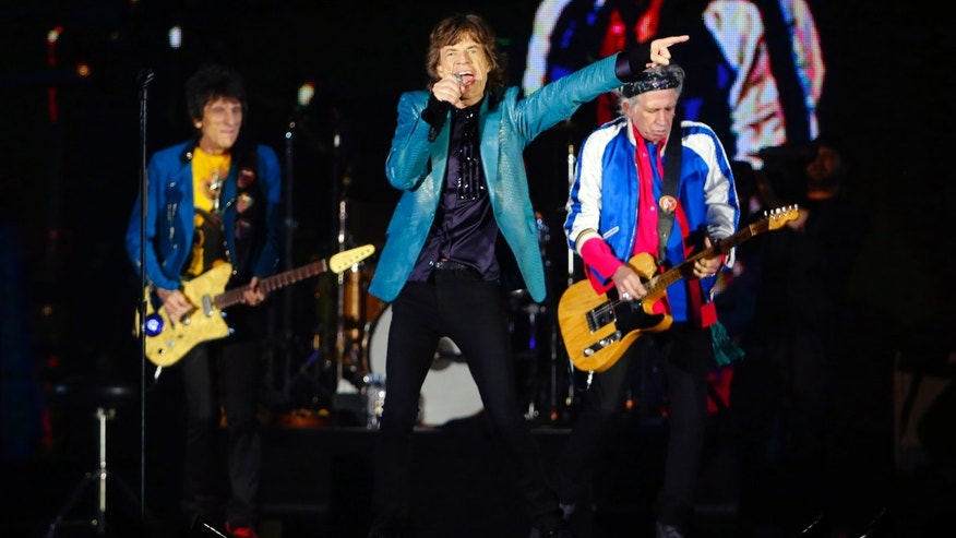 (L-R) Ronnie Wood, Mick Jagger and Keith Richards of the Rolling Stones perform during their 14 on Fire concert at Marina Bay Sands in Singapore March 15, 2014. REUTERS/Tim Chong (SINGAPORE - Tags: ENTERTAINMENT) - RTR3H79Z