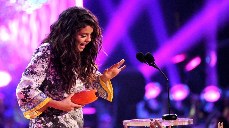 LOS ANGELES, CA - MARCH 29:  Singer Selena Gomez accepts the Favorite Female Singer award onstage during Nickelodeon's 27th Annual Kids' Choice Awards held at USC Galen Center on March 29, 2014 in Los Angeles, California.  (Photo by Kevin Winter/Getty Images)
