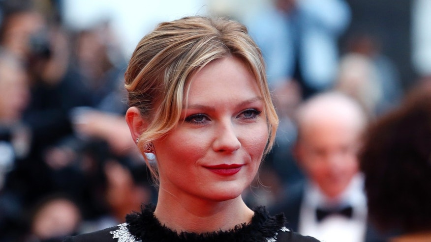 "Actress Kirsten Dunst poses on the red carpet as she arrives for the screening of the film ""Inside Llewyn Davis"" in competition during the 66th Cannes Film Festival in Cannes May 19, 2013.            REUTERS/Jean-Paul Pelissier (FRANCE  - Tags: ENTERTAINMENT HEADSHOT)   - RTXZT57"