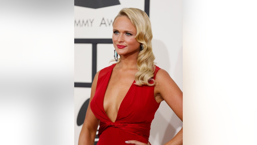 Country music singer Miranda Lambert arrives at the 56th annual Grammy Awards in Los Angeles, California January 26, 2014.      REUTERS/Danny Moloshok (UNITED STATES  - Tags: ENTERTAINMENT)  (GRAMMYS-ARRIVALS) - RTX17W0B