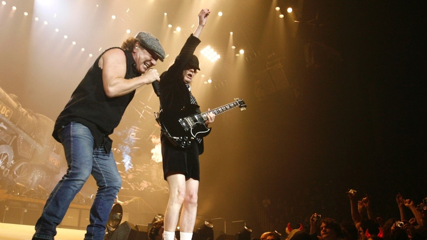 AC/DC lead vocalist Brian Johnson (L) and Angus Young perform at the O2 Millennium Dome stadium in London April 14, 2009. REUTERS/Luke MacGregor (BRITAIN ENTERTAINMENT) - RTXDZMR