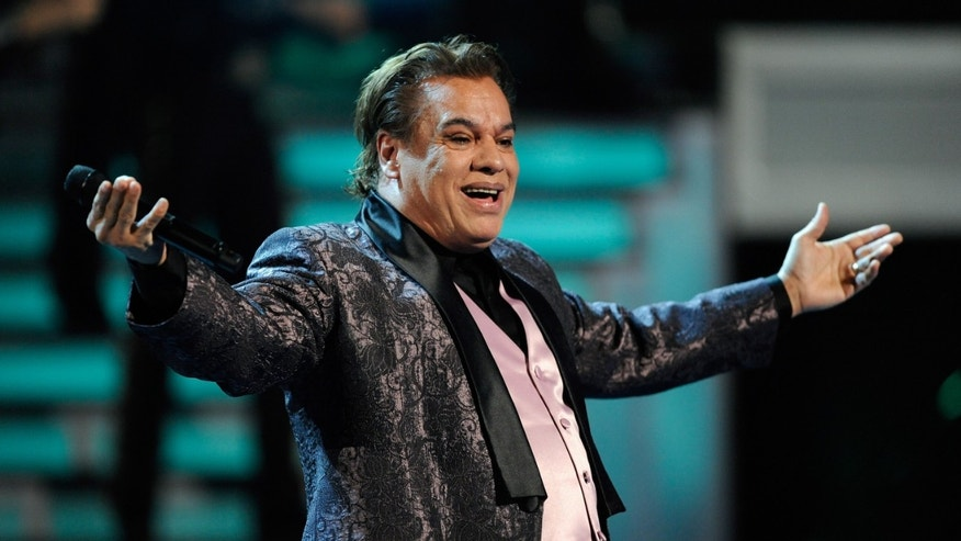 LAS VEGAS - NOVEMBER 05:  Singer Juan Gabriel performs during the 10th Annual Latin GRAMMY Awards at the Mandalay Bay Events Center November 5, 2009 in Las Vegas, Nevada.  (Photo by Ethan Miller/Getty Images)