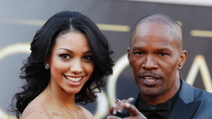 "Actor Jamie Foxx, of best picture nominated film ""Django Unchained"", poses with his daughter Corinne Bishop at the 85th Academy Awards in Hollywood, California February 24, 2013. REUTERS/Lucas Jackson (UNITED STATES  - Tags: ENTERTAINMENT)  (OSCARS-ARRIVALS) - RTR3E9FW"