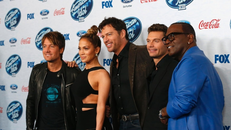"Singers and judges Keith Urban (L), Jennifer Lopez and Harry Connick, Jr. (C) pose with host Ryan Seacrest (2nd R) and producer Randy Jackson at the party for the finalists of ""American Idol XIII"" in West Hollywood, California February 20, 2014.   REUTERS/Mario Anzuoni  (UNITED STATES - Tags: ENTERTAINMENT) - RTX1982I"
