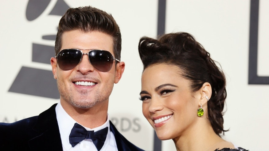 Singer Robin Thicke and wife, actress Paula Patton, arrive at the 56th annual Grammy Awards in Los Angeles, California January 26, 2014.     REUTERS/Danny Moloshok (UNITED STATES TAGS: ENTERTAINMENT) (GRAMMYS-ARRIVALS) - RTX17W6V
