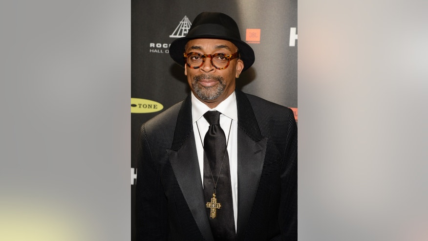 Director Spike Lee arrives at the 2013 Rock and Roll Hall of Fame induction ceremony in Los Angeles April 18, 2013.   REUTERS/Phil McCarten (UNITED STATES  - Tags: ENTERTAINMENT)   - RTXYRGX