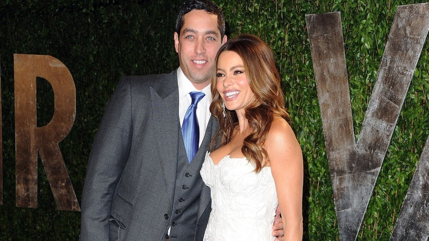 WEST HOLLYWOOD, CA - FEBRUARY 26: Nick Loeb and actress Sof?a Vergara arrive at the 2012 Vanity Fair Oscar Party hosted by Graydon Carter at Sunset Tower on February 26, 2012 in West Hollywood, California.  (Photo by Pascal Le Segretain/Getty Images)