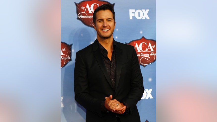 Singer Luke Bryan poses during the 4th annual American Country Awards in Las Vegas, Nevada December 10, 2013.  REUTERS/Steve Marcus (UNITED STATES - TAGS: ENTERTAINMENT) - RTX16D25