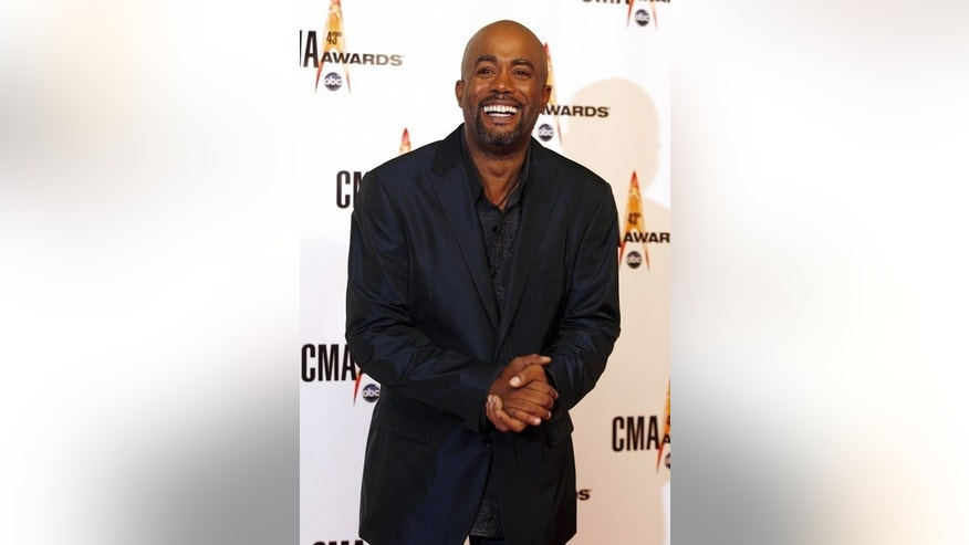 Nominee Darius Rucker arrives at the 43rd annual Country Music Association Awards in Nashville November 11, 2009.   REUTERS/Tami Chappell   (UNITED STATES ENTERTAINMENT)