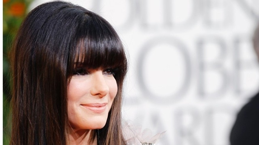 Actress Sandra Bullock arrives at the 68th annual Golden Globe Awards in Beverly Hills, California, January 16, 2011. REUTERS/Mario Anzuoni (UNITED STATES  - Tags: ENTERTAINMENT)   (GOLDENGLOBES-ARRIVALS)