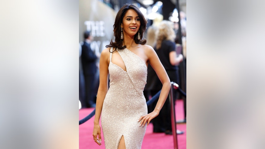 India's Bollywood actress Mallika Sherawat arrives at the 83rd Academy Awards in Hollywood, California, February 27, 2011.  REUTERS/Mario Anzuoni (UNITED STATES - Tags: ENTERTAINMENT)  (OSCARS-ARRIVALS) - RTR2J7FI