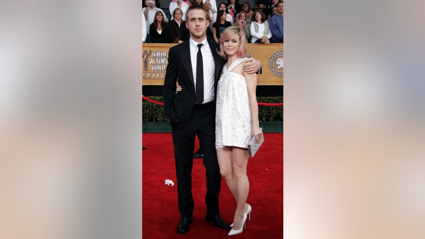 Actor Ryan Gosling and actress Rachel McAdams arrive at the 13th Annual Screen Actors Guild Awards in Los Angeles January 28, 2007.     REUTERS/Lucy Nicholson (UNITED STATES) - RTR1LR40