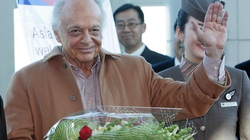 Feb. 27, 2008: Lorin Maazel, music director of the New York Philharmonic, waves to the media upon his arrival at Incheon International Airport in Incheon, west of Seoul, South Korea. (Reuters)