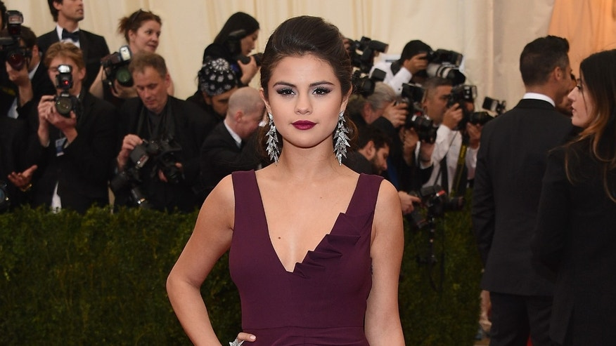 "NEW YORK, NY - MAY 05:  Selena Gomez attends the ""Charles James: Beyond Fashion"" Costume Institute Gala at the Metropolitan Museum of Art on May 5, 2014 in New York City.  (Photo by Larry Busacca/Getty Images)"