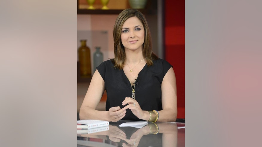 Good Morning America Sunday Edition : Paula faris replaces bianna golodryga as weekend good