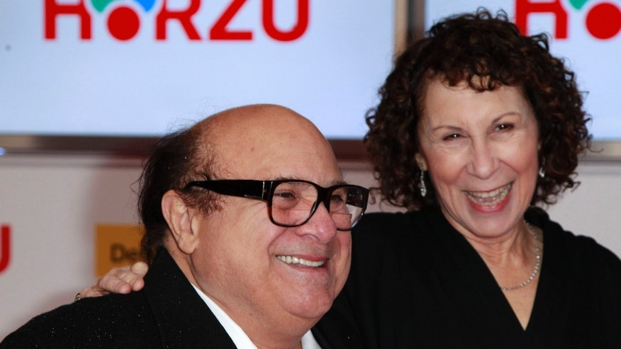U.S.actor Danny Devito (L) and his wife U.S. actress Rhea Perlman arrive on the red carpet for the 46th 'Goldene Kamera' (Golden Camera) awards ceremony at the Ullstein Auditorium in Berlin, February 5, 2011. The Golden Cameras are awarded by a popular German TV-magazine honouring excellence in the areas of television, film and entertainment.                           REUTERS/Thomas Peter (GERMANY  - Tags: ENTERTAINMENT)   - RTXXI92