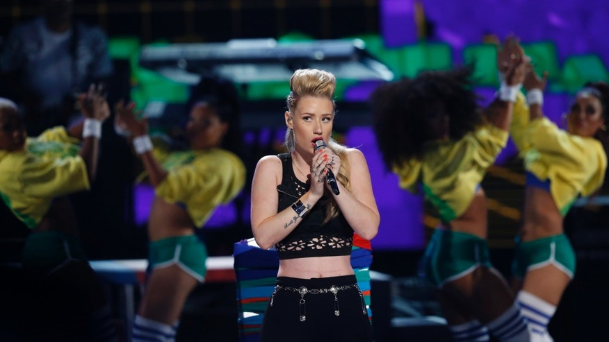 """Iggy Azalea performs """"Fancy"""" during the 2014 BET Awards in Los Angeles, California June 29, 2014.   REUTERS/Mario Anzuoni (UNITED STATES  - Tags: ENTERTAINMENT)    (BETAWARDS-SHOW) - RTR3WD4V"""