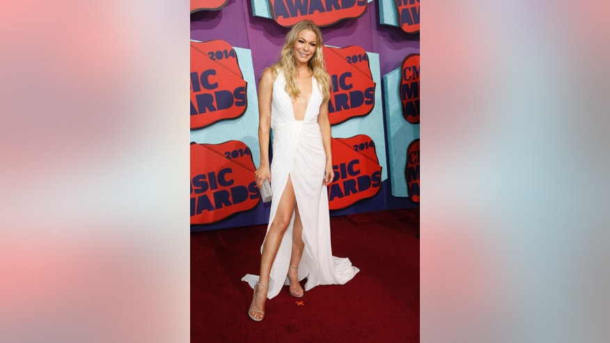 Singer LeAnn Rimes arrives at the 2014 CMT Music Awards in Nashville, Tennessee June 4, 2014.    REUTERS/Eric Henderson (UNITED STATES  - Tags: ENTERTAINMENT)   - RTR3S97Y