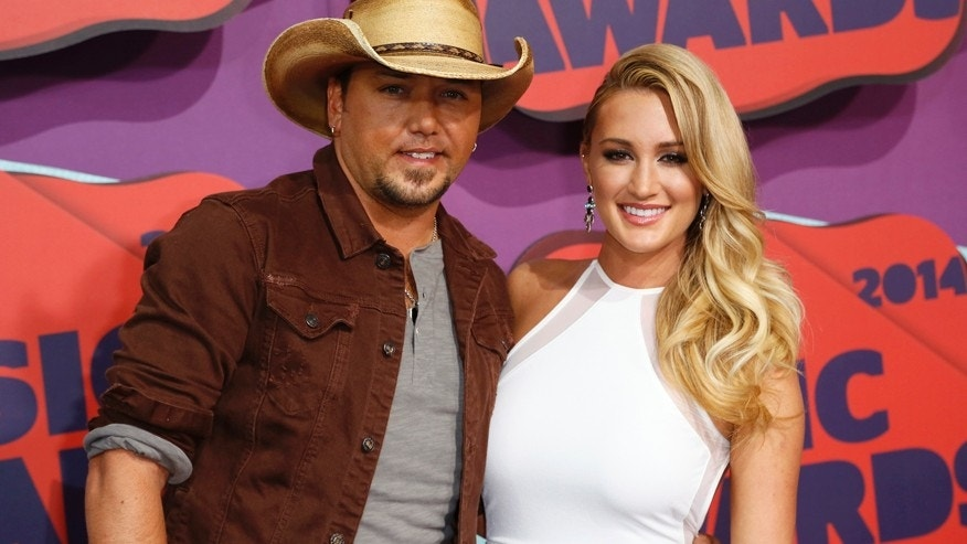 Musician Jason Aldean and guest arrive at the 2014 CMT Music Awards in Nashville, Tennessee June 4, 2014.    REUTERS/Eric Henderson (UNITED STATES  - Tags: ENTERTAINMENT)   - RTR3S97P
