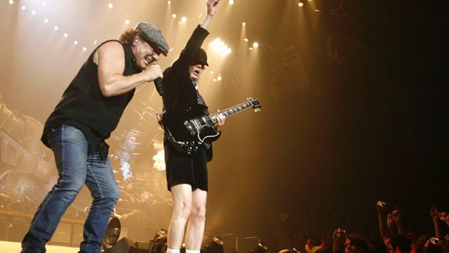 AC/DC lead vocalist Brian Johnson (L) and Angus Young perform at the O2 Millennium Dome stadium in London April 14, 2009. REUTERS/Luke MacGregor (BRITAIN ENTERTAINMENT)