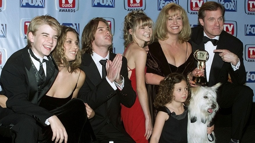 "Cast members of the drama series ""7th Heaven"" pose with the TV Guide Award. Shown (L-R) are David Gallagher, Jessica Biel, Barry Watson, Beverly Mitchell, Mackenzie Rosman (seated with dog Happy ), Catherine Hicks and Stephen Collins."