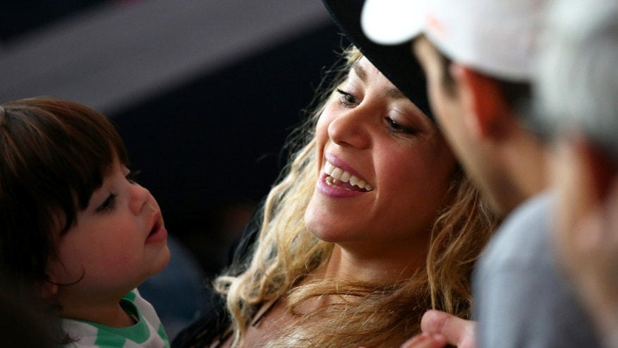 RIO DE JANEIRO, BRAZIL - JULY 13:  Singer Shakira looks on with her son Milan Pique during the 2014 FIFA World Cup Brazil Final match between Germany and Argentina at Maracana on July 13, 2014 in Rio de Janeiro, Brazil.  (Photo by Robert Cianflone/Getty Images)