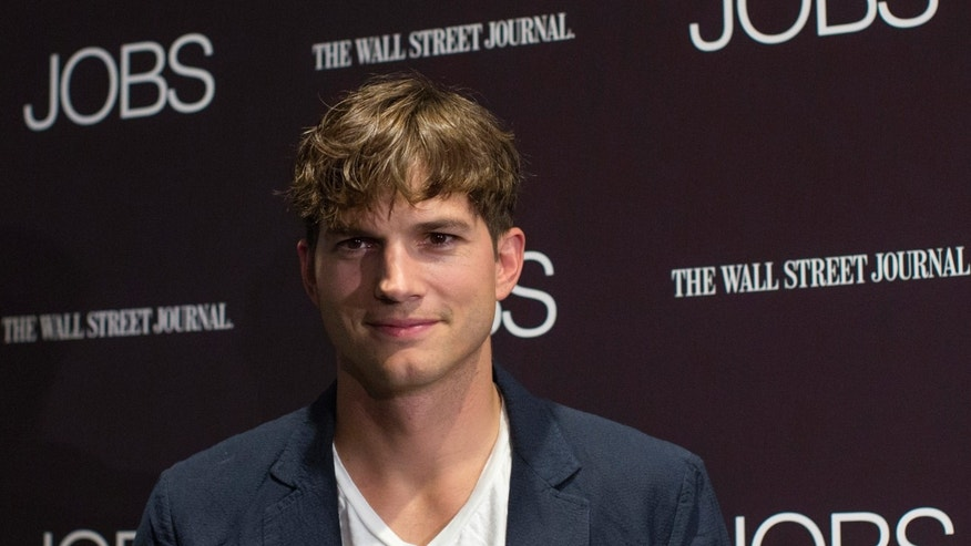 "Actor Ashton Kutcher poses on the red carpet before the premiere of the movie ""Jobs"" in New York August 7, 2013."