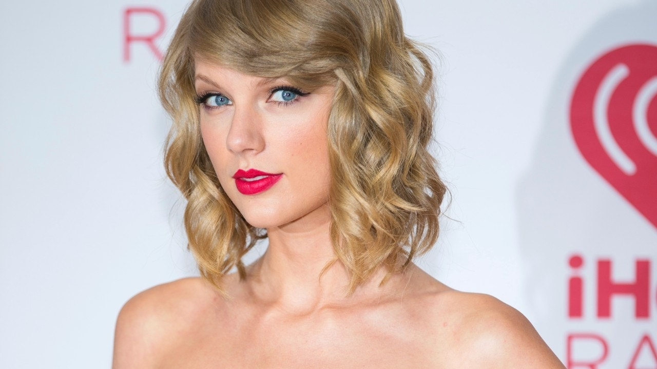 Taylor Swift's '1989' sells 1 million copies in first week