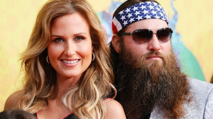 Willie Robertson and Korie Robertson arrive at the 27th Annual Kids' Choice Awards in Los Angeles, California March 29, 2014.  REUTERS/Danny Moloshok  (UNITED STATES  Tags: ENTERTAINMENT)(KIDSCHOICE-ARRIVALS) - RTR3J5DI