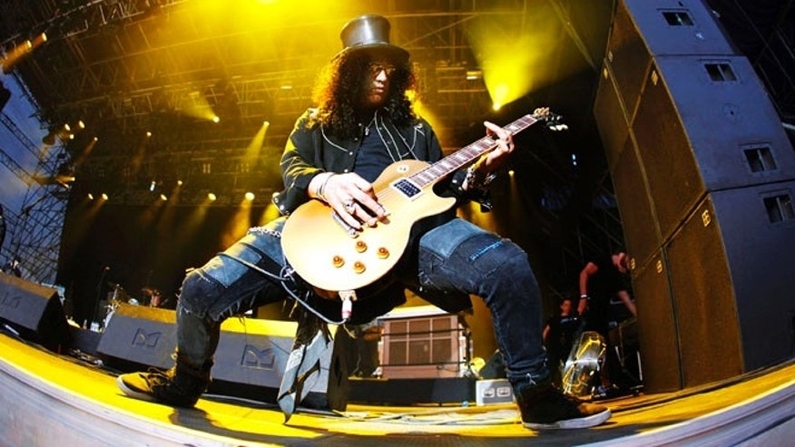 Rock guitarist Slash performs on stage during the Quart music festival in Kristiansand, June 30, 2009. REUTERS/Tor Erik Schroder/Scanpix   (NORWAY ENTERTAINMENT) NO COMMERCIAL OR BOOK SALES. NORWAY OUT. NO COMMERCIAL OR EDITORIAL SALES IN NORWAY - RTR257FX
