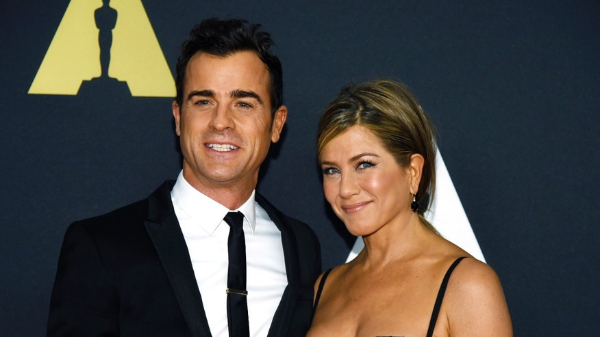 November 8, 2014. Actor Justin Theroux (L) and actress Jennifer Aniston pose during the Academy of Motion Picture Arts and Sciences Governors Awards in Los Angeles, California.