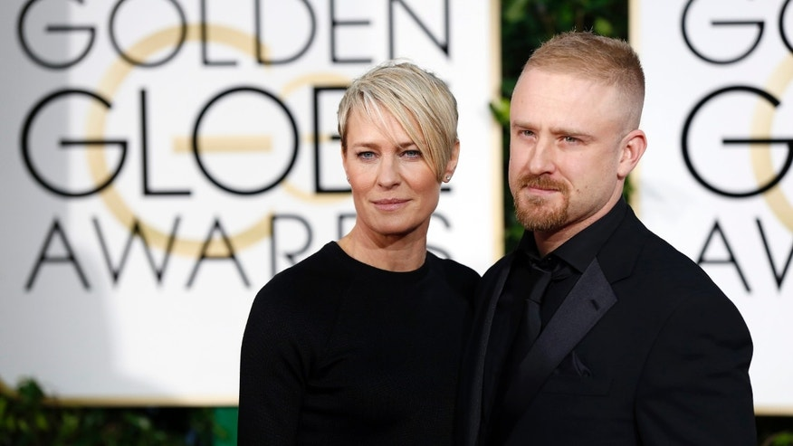Actors Robin Wright and Ben Foster arrive at the 72nd Golden Globe Awards in Beverly Hills, California January 11, 2015.  REUTERS/Mario Anzuoni  (UNITED STATES - Tags: ENTERTAINMENT)(GOLDENGLOBES-ARRIVALS) - RTR4KZLO