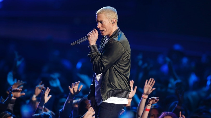 Eminem performs on stage at the 2014 MTV Movie Awards in Los Angeles, California  April 13, 2014.  REUTERS/Lucy Nicholson  (UNITED STATES - Tags: Entertainment) (MTV-SHOW) - RTR3L4QO
