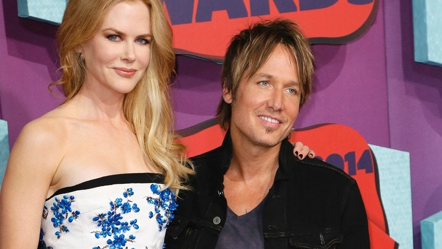 Actress Nicole Kidman and her husband, musician Keith Urban, arrive at the 2014 CMT Music Awards in Nashville, Tennessee June 4, 2014.