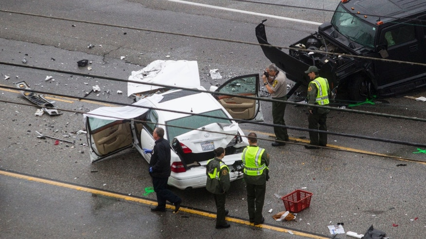 Feb 7, 2015. Los Angeles County Sheriff's deputies investigate the scene of a car crash where one person was killed and at least seven others were injured in Malibu.